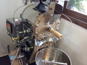 1kg釜の焙煎機の写真