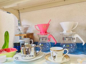 コーヒーカップが並んでいる画像